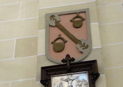 Escudo de los Arteaga, patronos de la iglesia
