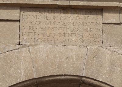 Lápida con inscripción de la fundación del convento