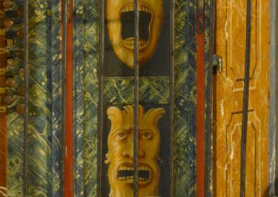 Pinturas fantásticas decorando la caja del órgano