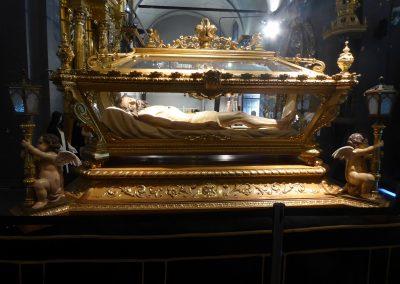 Cristo yacente en urna