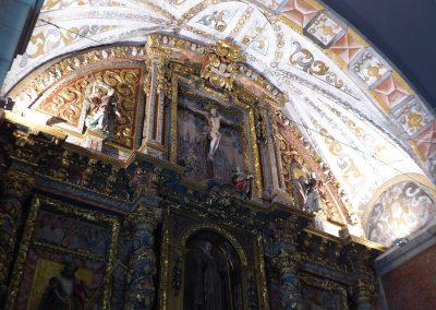 Decoración geométrica en la bóveda