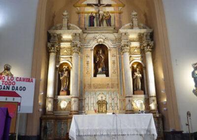 Retablo mayor en el altar