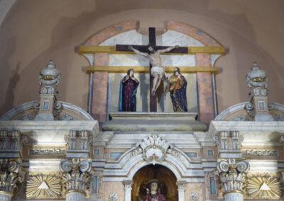 Calvario en el ático del retablo