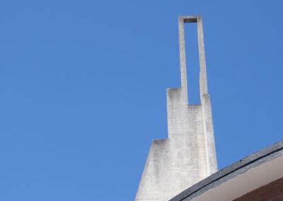 Torre campanario de gran altura