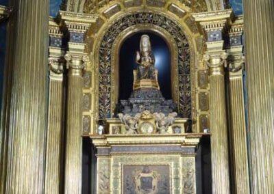 Virgen de Begoña en el camarín neogótico