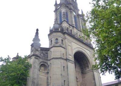 Torre campanario proyectada por José María Basterra en 1902
