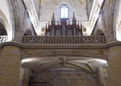 Coro alto con órgano Cavaillé-Coll / Mutin