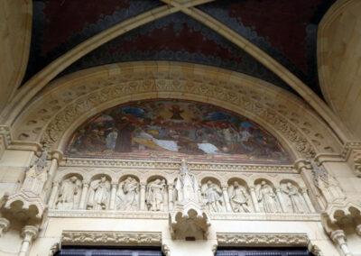 Detalle del tímpano decorado con mosaico veneciano, Agazzi, 1927