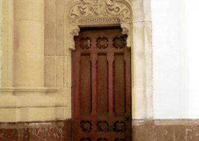 Acceso a la cripta de la familia Mazarredo