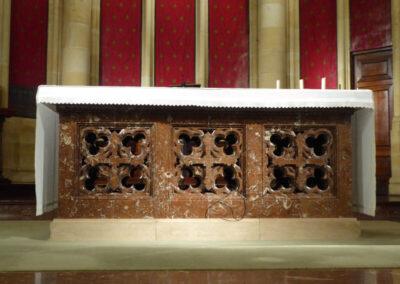 Mesa de altar realizada en mármol rojo de Ereño