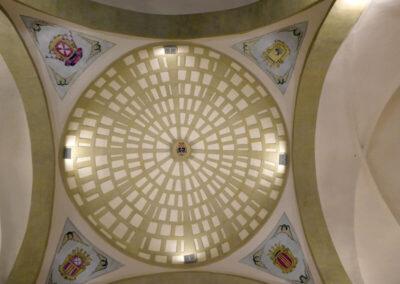 Cúpula central decorada con los escudos de la orden mercedaria