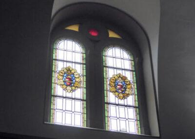Vanos geminados abiertos en los muros para que penetre la luz natural