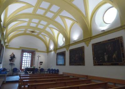 Antigua sacristía decorada con lienzos de la Pasión de Cristo inspirados en la obra del pintor barroco Lucas Jordán