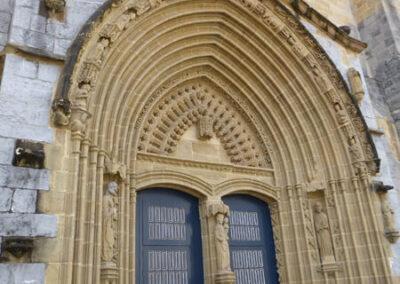 Acceso principal a la iglesia de la Asunción de María