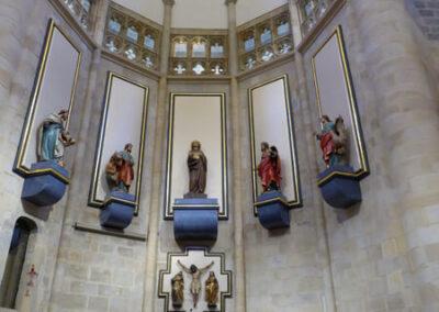 La Asunción de María y los evangelistas en el presbiterio