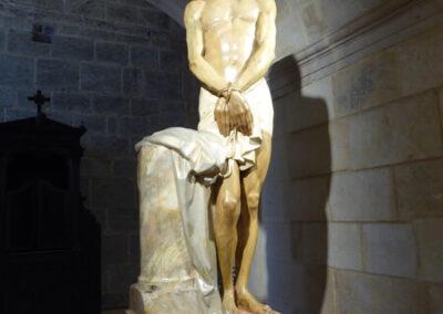 Cristo a la columna en el sotocoro, obra de Mateo Iñurria (1924)