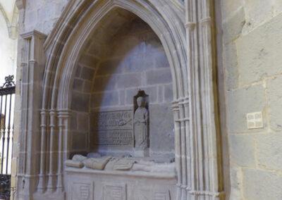 Sepulcro gótico de la familia Albiz (1450)