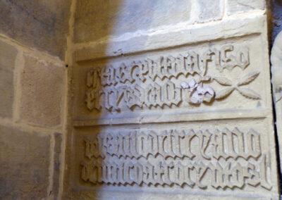 Inscripción de fundación de la sepultura de la familia Albiz