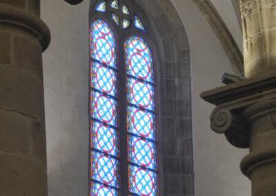 Ventanas para que penetre la luz natural en el interior de la iglesia