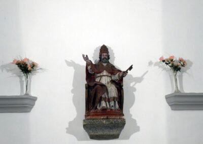 San Pedro en el altar