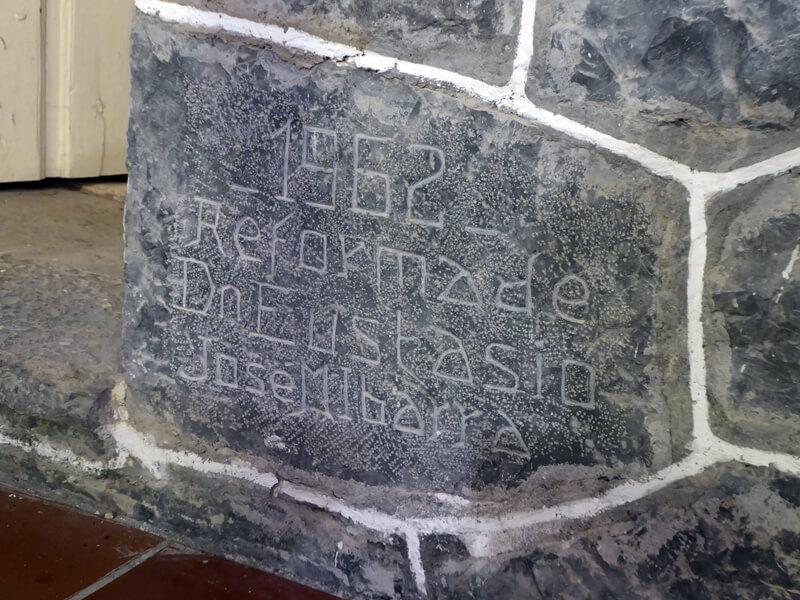 Inscripción de recuerdo de la reforma de la iglesia en 1962