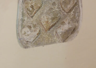 Escudo de la familia Salcedo incrustado en una de las paredes