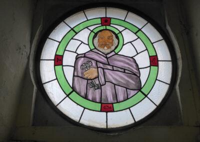 Óculo de iluminación a los pies de la iglesia