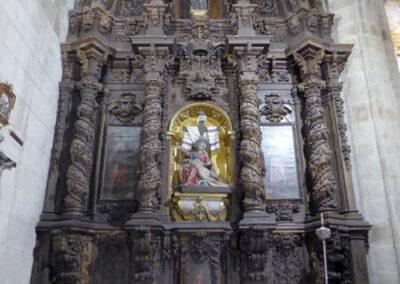 Retablo de la Dolorosa, con lienzos de Ildefonso Bustrín