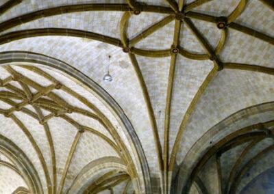 Nervios curvos en las bóvedas estrelladas