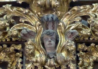 Angelotes decorando el retablo de San Vicente