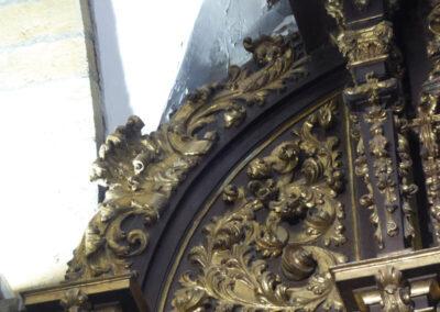 Decoración vegetal en el retablo