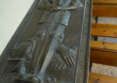 Lauda funeraria de bronce fundido y cincelado