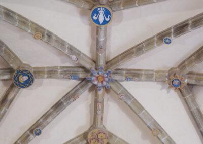 Detalle de las claves policromadas de la bóveda