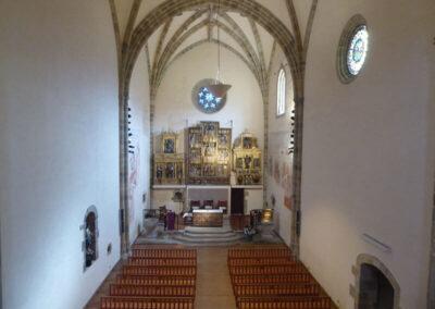 Interior de la iglesia de los santos Emeterio y Celedonio