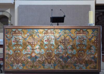 Guadamacil de piel de cabritillo repujada y pintada para engalanar el altar