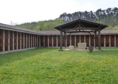 Cementerio de Goikolexea, localizado al sur de la iglesia
