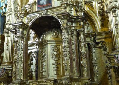 Sagrario en la parte baja del retablo