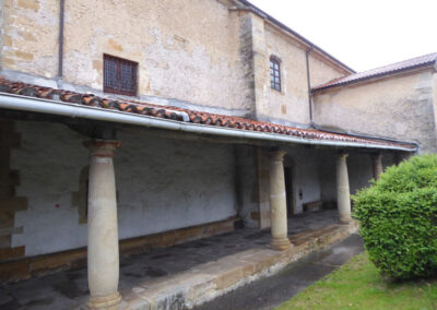 Pórtico sobre columnas toscanas procedentes del desaparecido palacio Jauregi del siglo XVII
