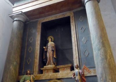 Retablo neoclásico en la capilla del Evangelio