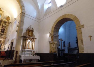Las capillas se sitúan a ambos lados de la cabecera