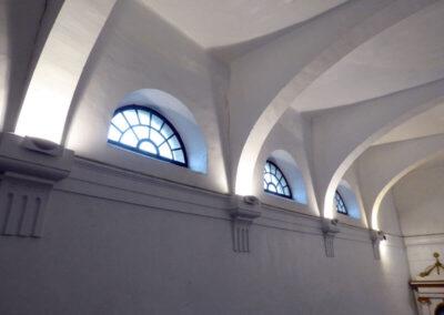 Vanos termales permiten el paso de luz natural al interior