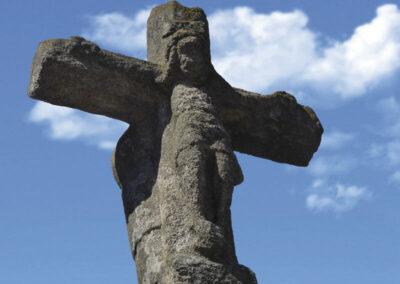 Relieve de Cristo crucificado en el crucero