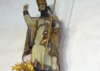 San Julián en actitud bendiciente