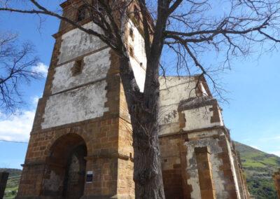 Torre campanario de cinco cuerpos