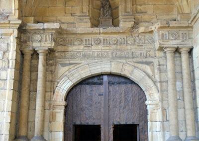 Portada principal de la iglesia de Santa María