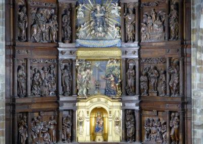 Retablo mayor dedicado a la Asunción de María