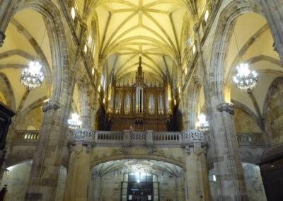 Coro neogótico a los pies de la iglesia