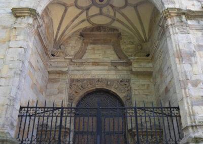 Portada del a Ribera en el muro de la epístola