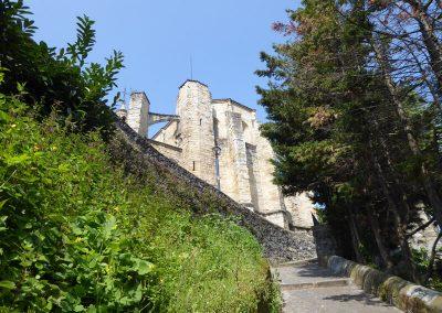 Arbotantes y muros de la iglesia