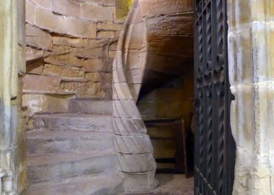 Escalera helicoidal de acceso al coro